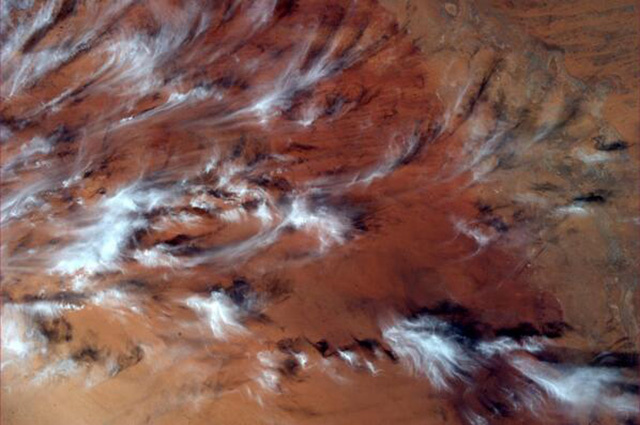 Image via @AstroIllini Almost looks like a painting with the clouds and red earth in the background.  Had to share this one. pic.twitter.com/NfCCGrE2Uy