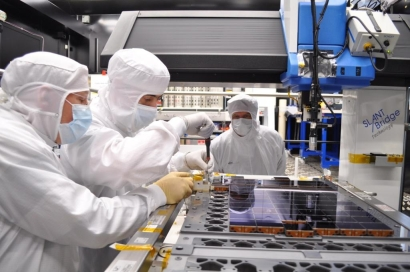 ASSEMBLY OF THE GAIA CCD ARRAY (FLIGHT MODEL)